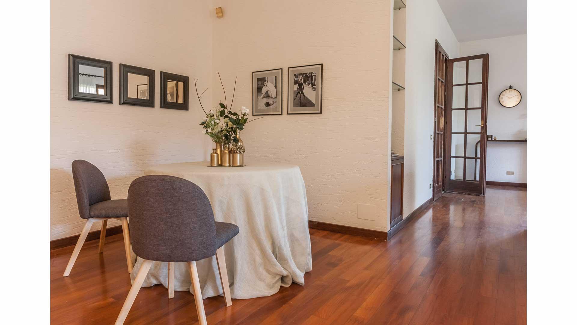 I prima e i dopo: casa semiarredata, non abitata. 01. Villa Il Cavalluccio a Carimate (CO).